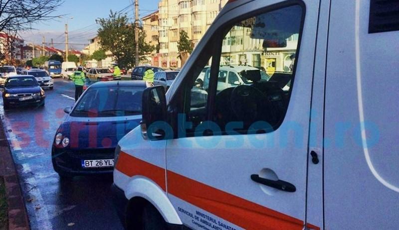 Femeie luată de ambulanță după ce a fost implicată într-un accident, pe Calea Națională!