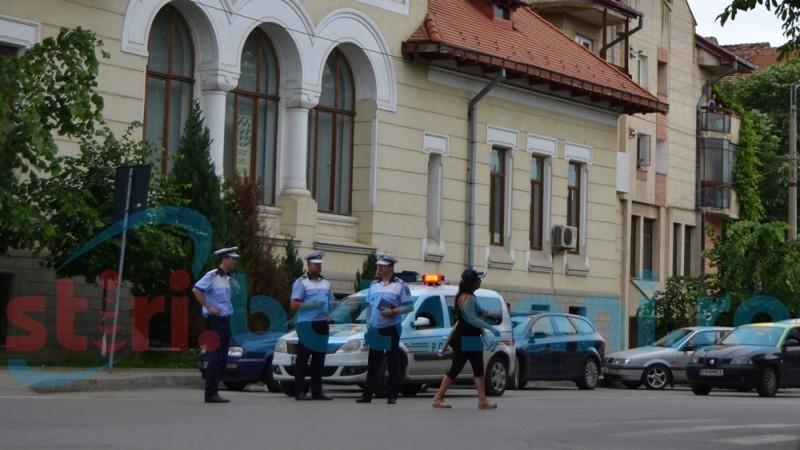 Femeie luată pe capotă lângă Biserica Sfântul Gheorghe! FOTO