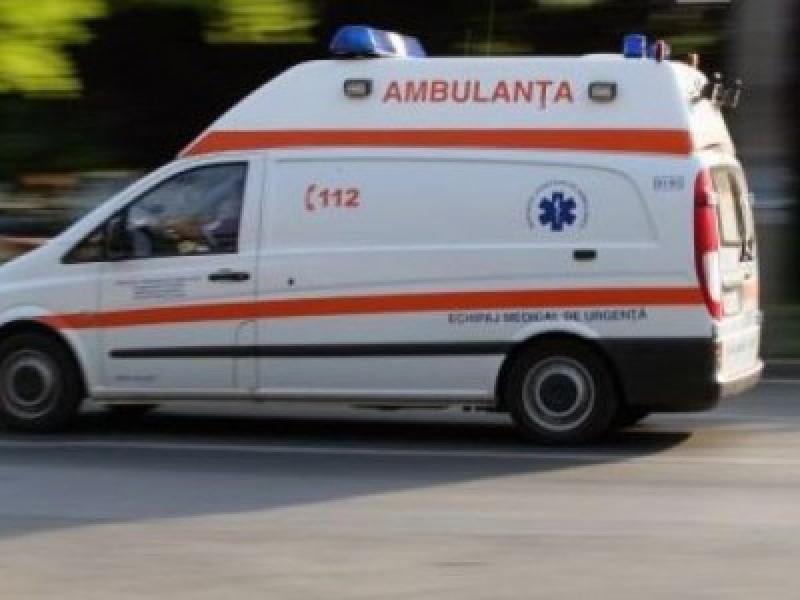 Femeie pe punctul de a naște, implicată într-un accident provocat de soțul grăbit