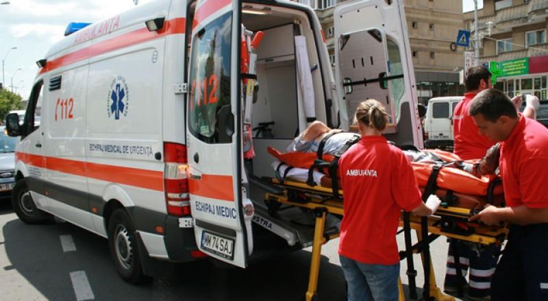 Femeie salvată la limită de un echipaj al Serviciului de Ambulanță. Voia să se sinucidă, tăindu-și gâtul