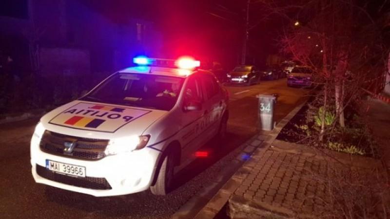 Femeie scoasă din apartament cu poliția și internată la Psihiatrie, după ce s-a îmbătat și și-a bătut copilul