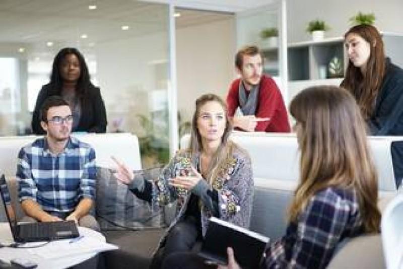Femeile s-au saturat sa fie mai prost platite decat barbatii: Au plecat de la munca la 14:38!