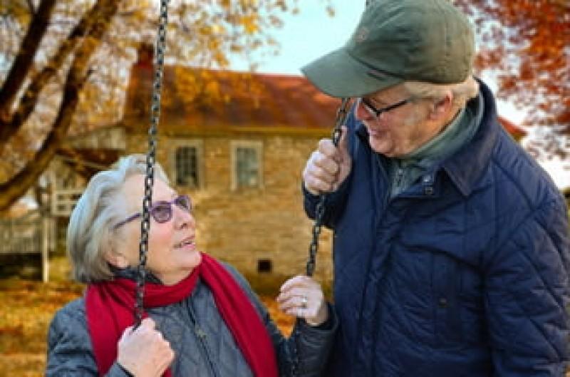Femeile se pot pensiona, la cerere, la 65 de ani. Angajatorul nu are voie sa refuze