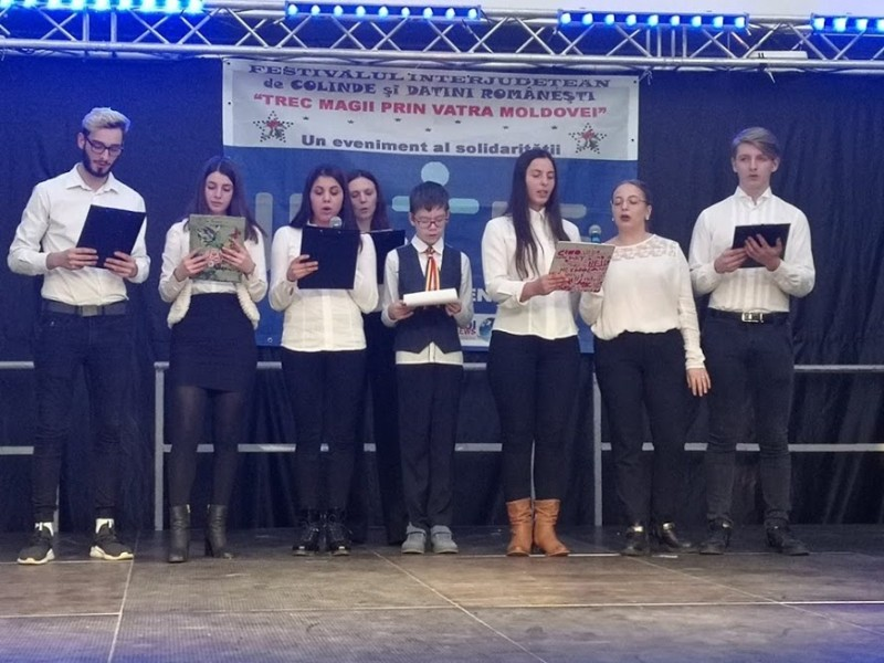 Festival de colinde și datini românești, la Uvertura Mall
