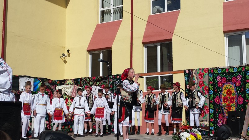 """Festivalul-concurs judeţean """"Pe urmele tradiţiei"""", la Zlătunoaia!"""