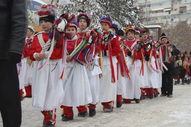"""Duminică: Festivalul de datini și obiceiuri de iarnă """"Din străbuni, din oameni buni…"""" - Programul manifestării!"""