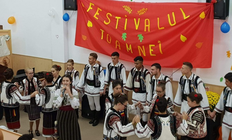 "Festivalul Toamnei la Liceul ""Demostene Botez"" Trusesti - FOTO"