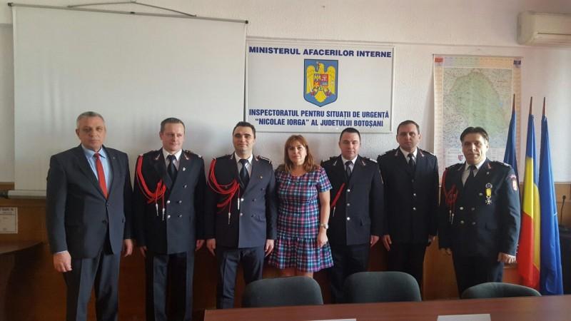 Festivitate de depuneri de coroane la sediul ISU Botosani! Patru pompieri au fost avansati in grad! FOTO