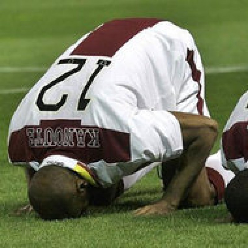 FIFA vrea să interzică rugăciunile pe terenul de fotbal