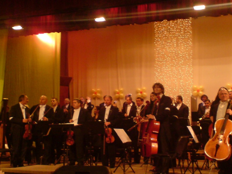 Filarmonica Botoșani: Concert de divertisment dedicat Zilei oraşului Botoşani! INTRARE LIBERA