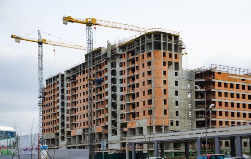 Firmele de construcţii din România sunt prea îndatorate, recuperează greu creanţele şi sunt afectate de scăderea investiţiilor pe termen lung