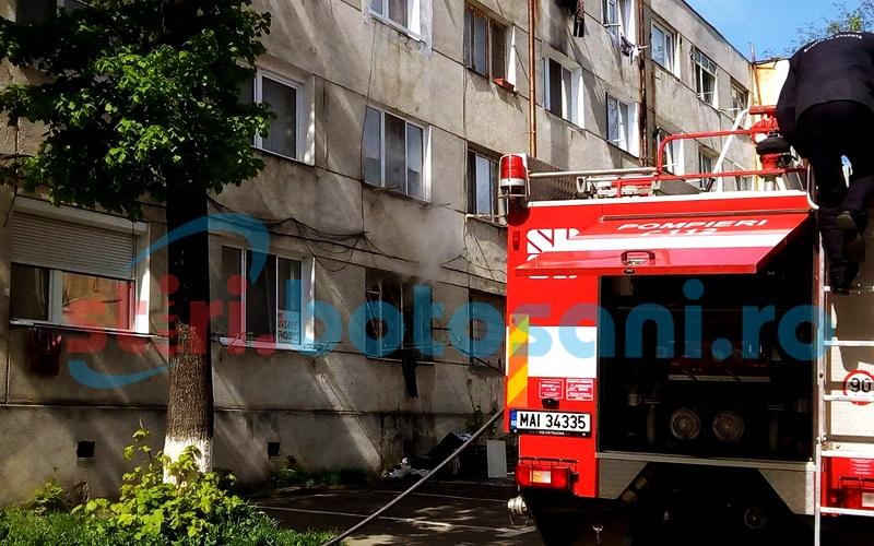 Flacari intr-un apartament de pe strada Parcul Tineretului - FOTO