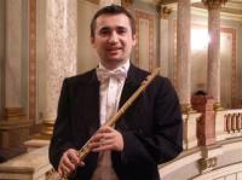 Flautistul Cătălin Opriţoiu, pe scena Filarmonicii Botoşani