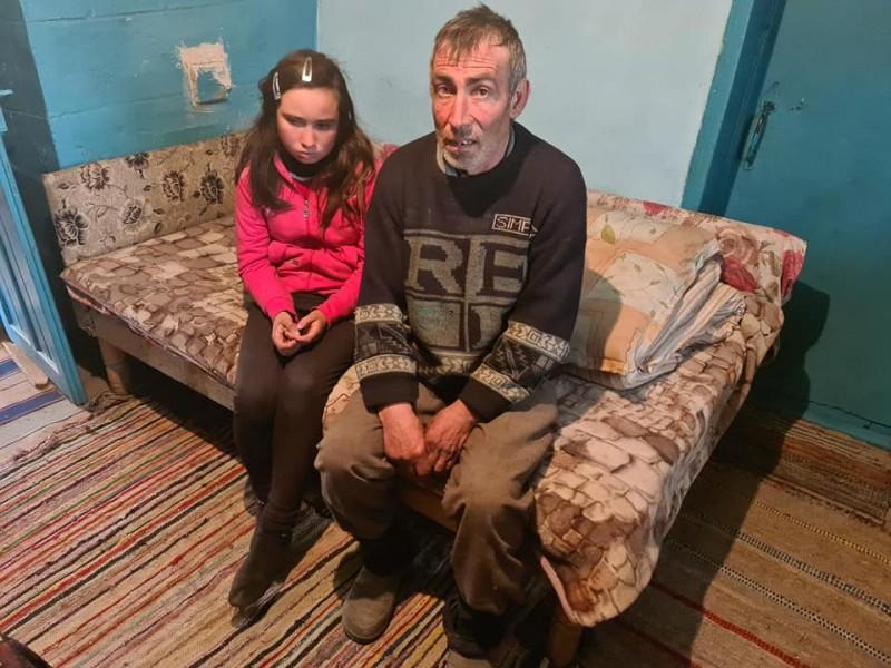 Florentina Denisa, copila rămasă orfană la doar 14 ani, are nevoie de ajutorul semenilor (FOTO)