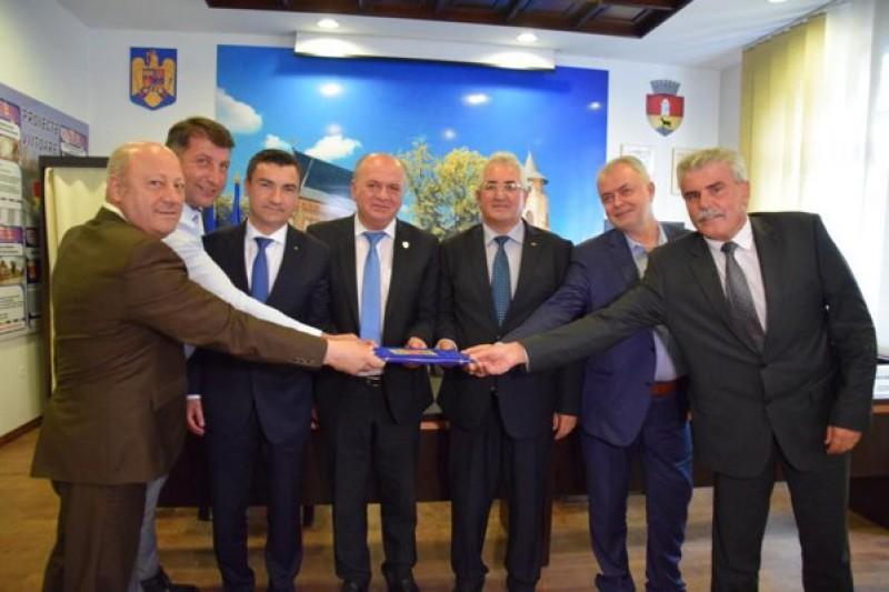 Flutur s-a unit cu alți șase primari, pentru autostradă și Spital Regional de Urgență în Moldova