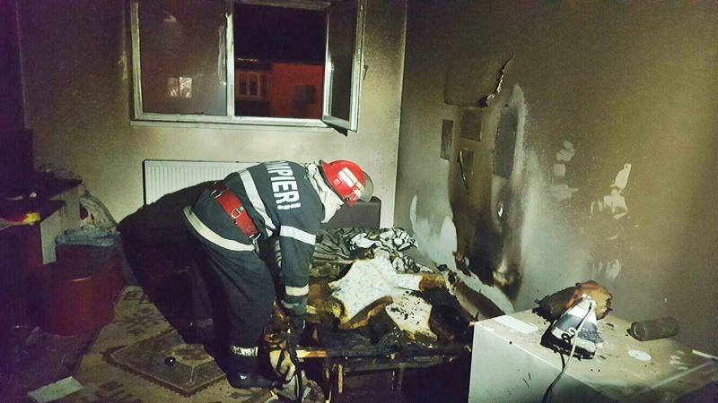 Incendiu într-un bloc din municipiul Botoșani! Mai multe persoane au fost evacuate! FOTO