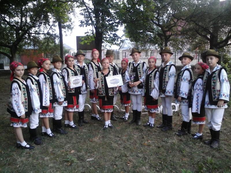 """Formația de dansuri populare """"Moştenitorii"""" din comuna Lunca, laureată la Festivalul Naţional de Cântece şi Dansuri Populare """"Muguraş Săuceştean!"""