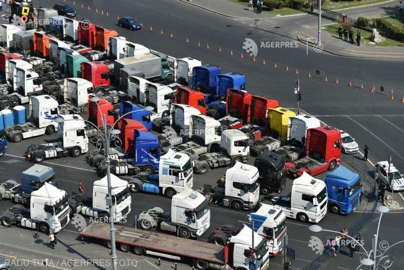 FORT: Transportatorii români se pregătesc de ample proteste în ţară şi în Europa