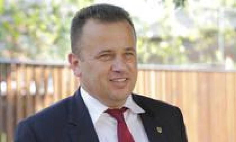 Fostul ministru al Educației, Liviu Pop, face sondaj pe Facebook privind suspendarea președintelui Iohannis: 87% răspund NU