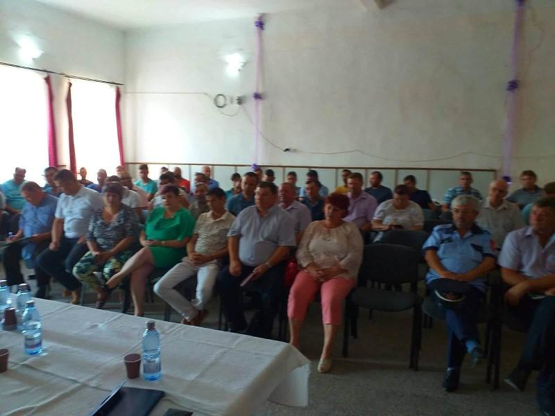 FOTO - Autorităţile din zona de supraveghere impusă de focarul de PPA de la Hăneşti, convocate la o întâlnire de urgenţă