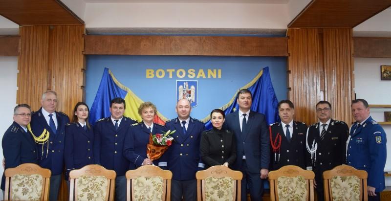 FOTO - Avansări la Serviciul de Paşapoarte, cu ocazia Zilei Poliţiei