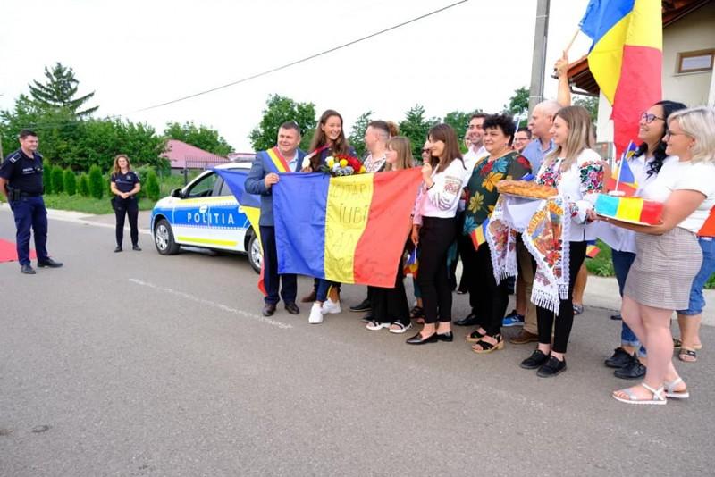 """(FOTO) Botoșăneanca Simona Radiș, canotoarea de """"aur"""" de la Jocurile Olimpice, sărbătorită de localnicii din Avrămeni"""