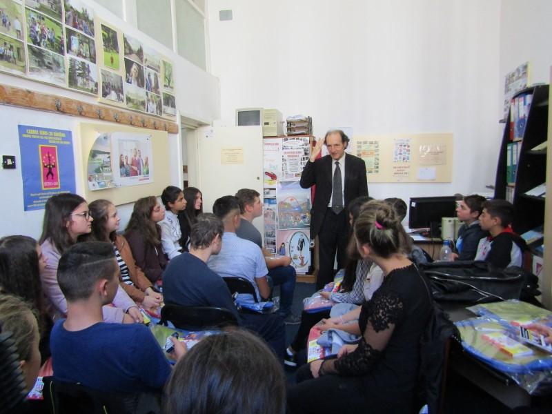 """FOTO: Campanie de conștientizare a Direcției pentru Sport și Tineret Botoșani, într-o școală din județ """"Am să-mi conving părinții și fratele să se lase de fumat și de băut!"""""""