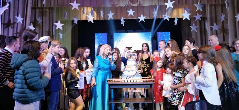 FOTO: Copila cu voce de aur din Botoșani a câștigat Grand Prix-ul categoriei la Festivalul care unește 20 de țări în Chișinău