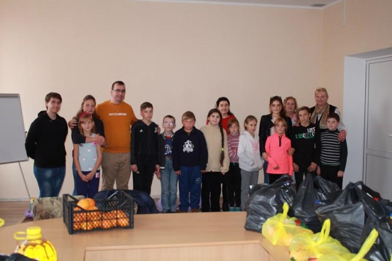 FOTO: Donații pentru elevii unei școli din județ și ai unui liceu din Republica Moldova, în cadrul unui amplu proiect transfrontalier