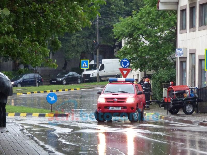 FOTO: Haos generat de aversele torențiale în Botoșani