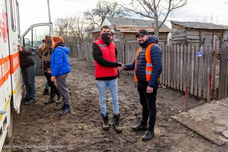 (Foto) Proiect unic în Botoșani: doi oameni cu suflet mare s-au reunit pentru ajutorarea oamenilor defavorizați și a animalelor sărmane