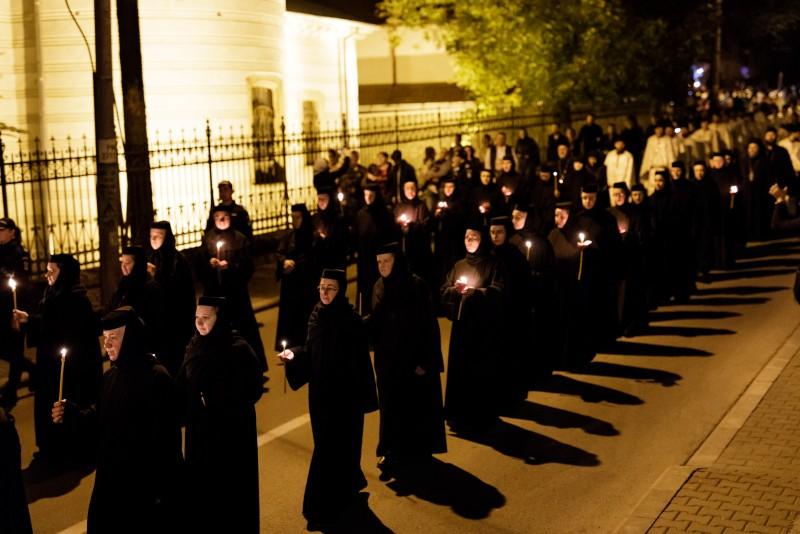 FOTO: Sfânta Cuvioasă Parascheva și Sfântul Ierarh Spiridon cinstiți la Iași de mii de pelerini