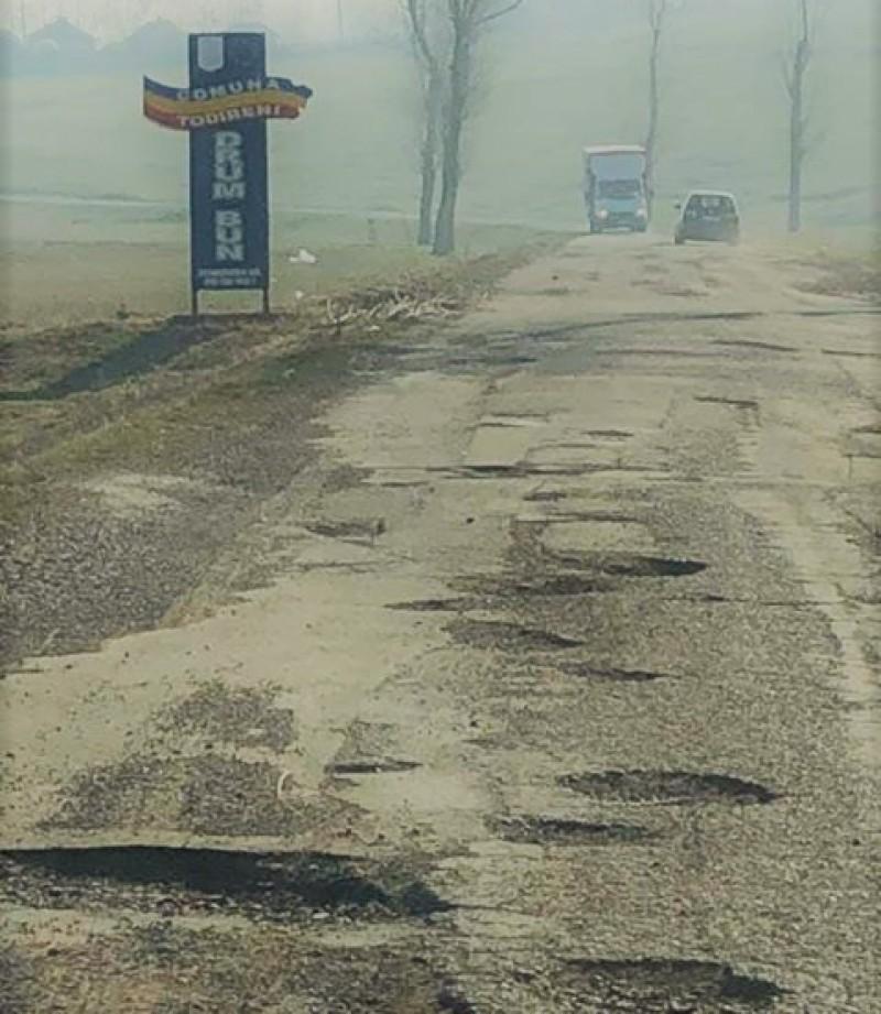 FOTO - #șîei vor, dar nu autostrăzi: Curajul de a circula zilnic pe un drum aproape imposibil de străbătut!