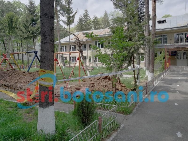 """(FOTO) Singura unitate de învățământ din municipiu unde continuă activitatea în mediul online. Daniel Botezatu: """"Au găsit fraierii din Botoșani"""""""