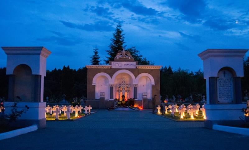FOTO, VIDEO - Candele aprinse în Cimitirul Eroilor