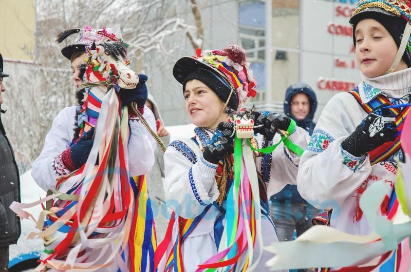 FOTO, VIDEO - Explozie de bucurie și tradiție pe străzile municipiului Botoșani!