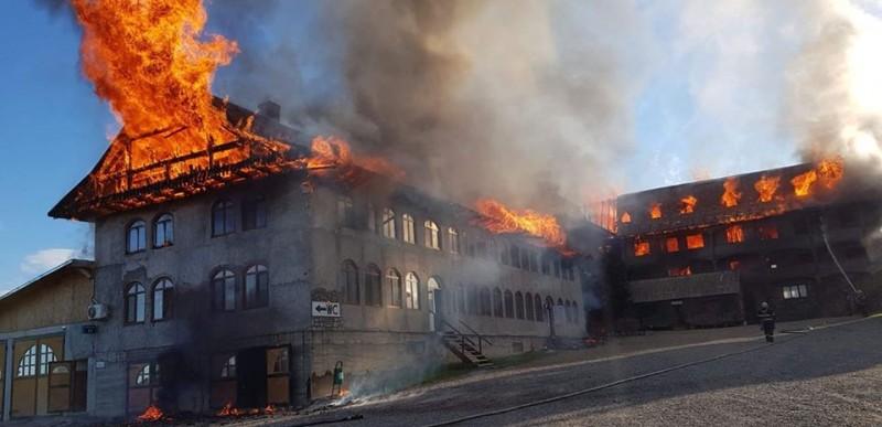 """FOTO, VIDEO Incendiu la Mănăstirea """"Sf. Mina"""" din Roșiori!"""