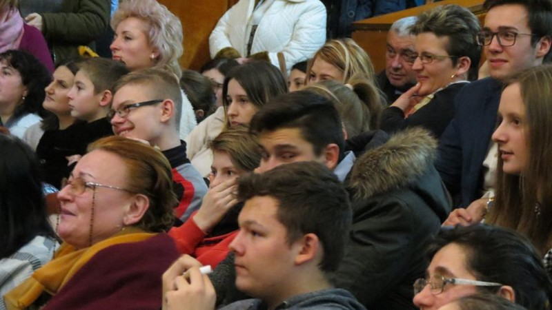 FOTO, VIDEO - Sute de botoșăneni la conferința susținută de pr. Constantin Necula!