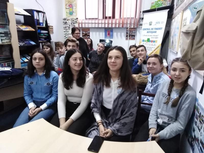 FOTO: Voluntari anti-bullying, la Liceul din Flămânzi