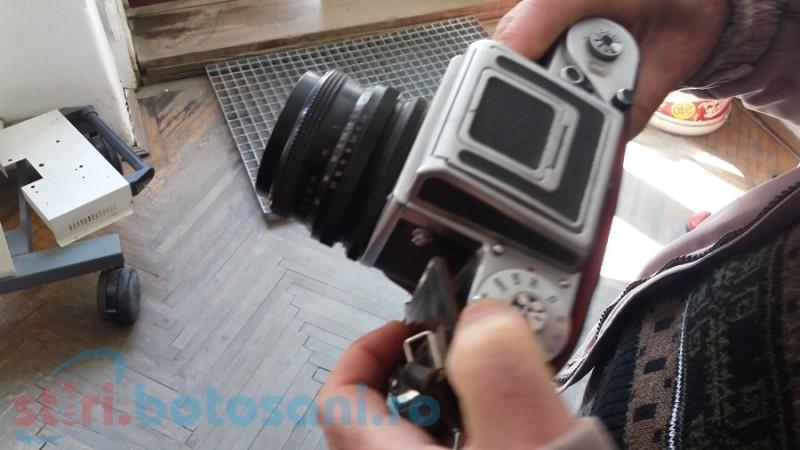 Fotografi şi fotografii- de la hârtia trecută prin substanţele revelatoare la digitale şi selfie-uri FOTO