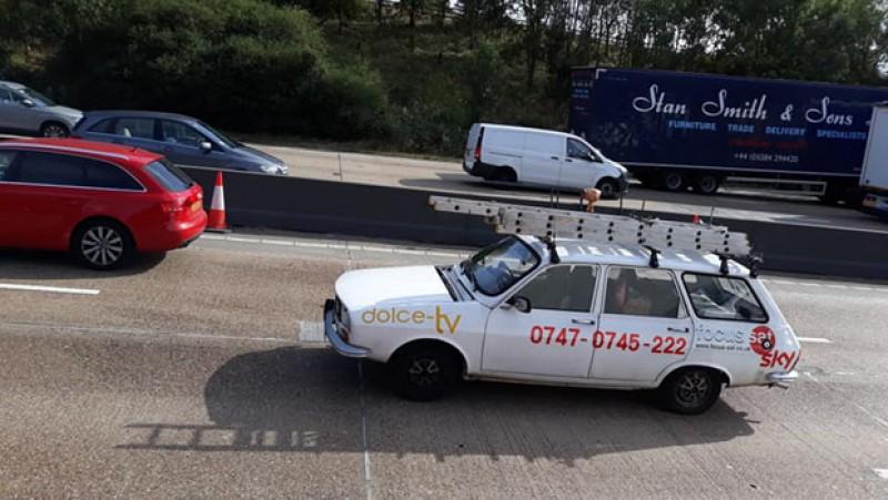 Fotografia zilei: cu Dacia 1300 pe centura Londrei! Galerie Foto!