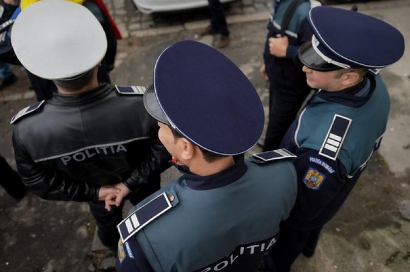 Fotografiezi un polițist și postezi pe facebook? Nu vei mai putea face asta!