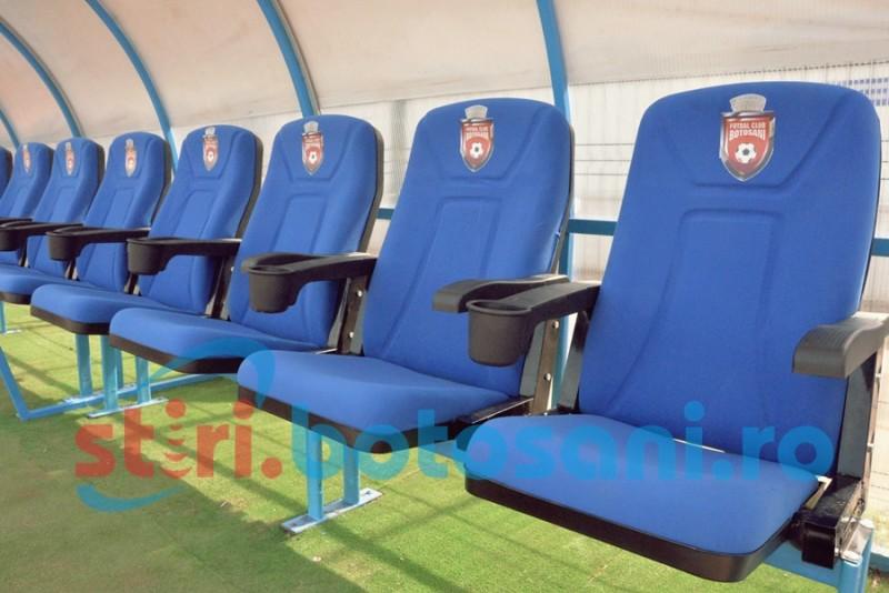 Fotolii pentru bancile de rezerva si tabela marita pe Stadionul Municipal! FOTO