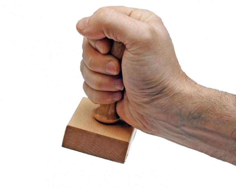 Funcționarii publici vor risca sancționarea dacă cer firmelor și PFA-urilor ștampilarea documentelor