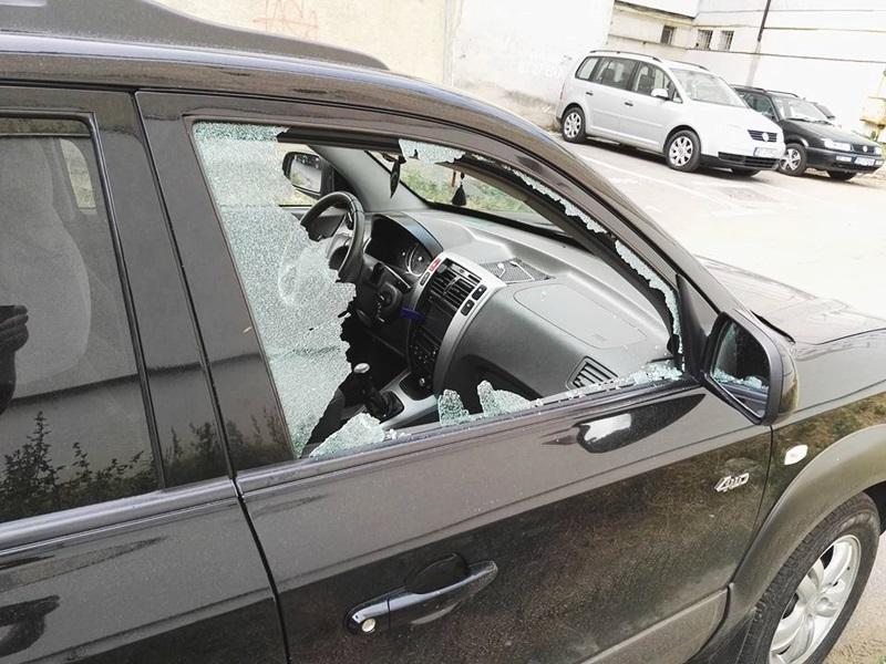 Maşină spartă de hoţi pe o stradă din Botoşani! FOTO