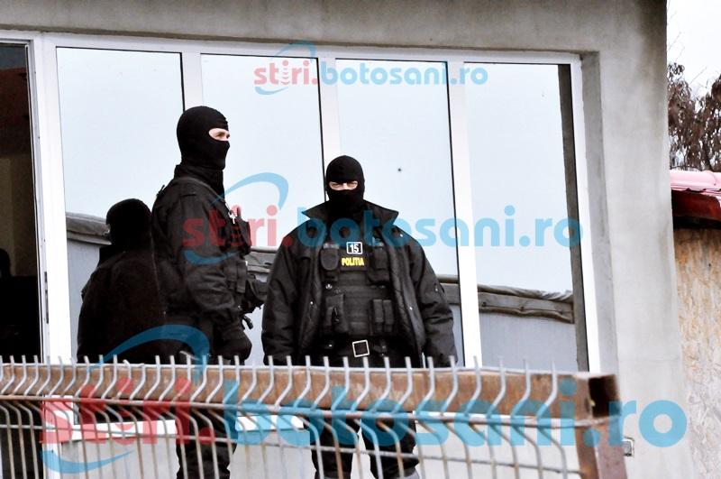 Percheziţii la mai multe locuinţe din Botoşani! Tineri suspectaţi că au furat din sediile unor firme, reţinuţi!