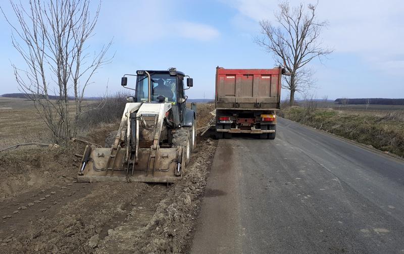 Gata iarna. Se redeschid șantierele de pe drumurile județene de la Botoșani