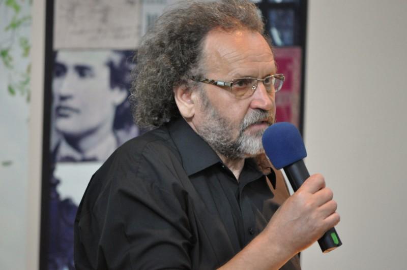 """Gellu Dorian ameninţă cu retragerea titulaturii Premiul Naţional de Poezie """"Mihai Eminescu"""" şi a sa din organizarea Zilelor Eminescu"""