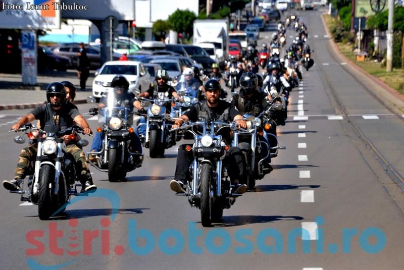 """Gelu Graur a adus la Botosani motociclisti din intreaga tara: """"Foc de tabara cu chitara, o bere buna si prietenie"""" - FOTO, VIDEO"""
