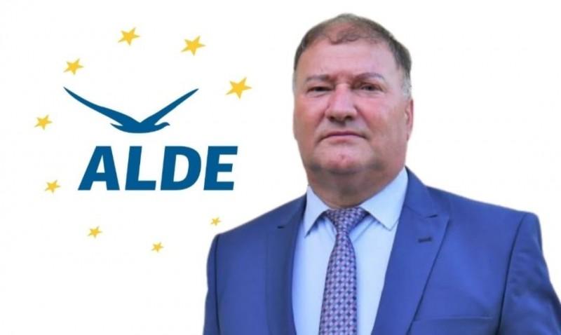 Gheorghe Nazare, consilier judeţean ALDE Botoşani: Am asistat la o rundă de false consultări în care s-a încercat doar tragerea de timp pentru ca adevăratul premier să fie impus sub amenințarea anticipatelor